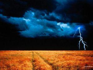 verydarkcloudlighteningoverHARVESTfield
